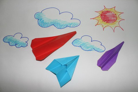 飞得远的纸飞机图片
