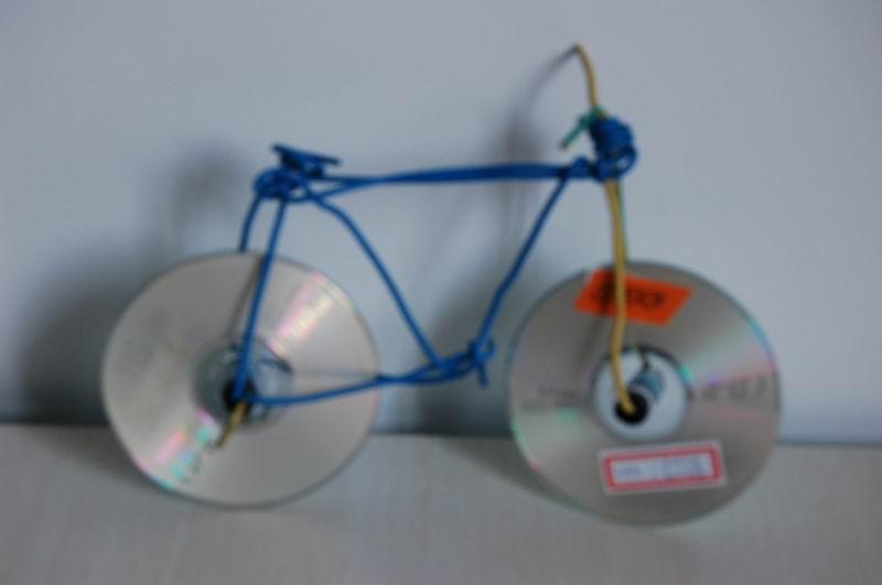 废旧光盘手工制作自行车